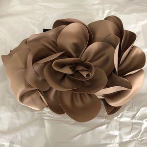 Sondra Roberts Floral Cluth